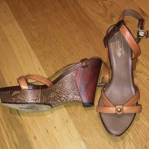 UGG COLLECTION ITALIAN MADE brown snake wedges s9